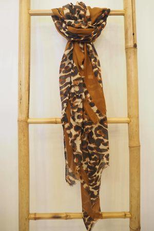 Border Fine Leopard Scarf