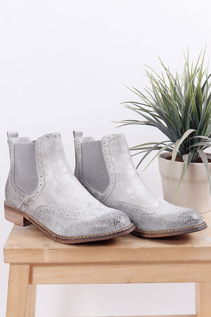 Distressed Brogue Boot Grey