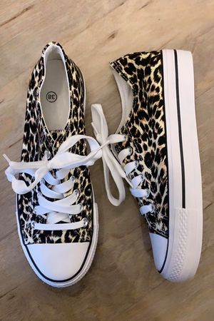 Leopard Low Top Pump