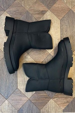 The Blizzard Snug Boot Black