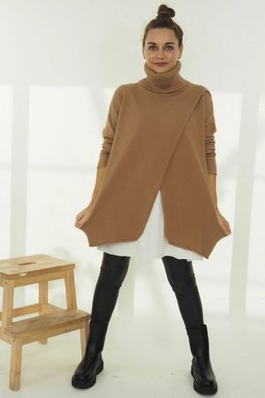 The Crossed Lines Polo Knit Soft Tan