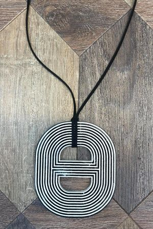 The Linear Necklace Mono