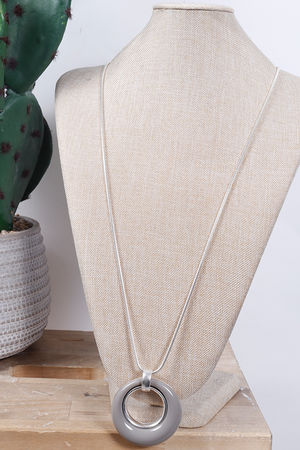 The Loop Necklace Putty