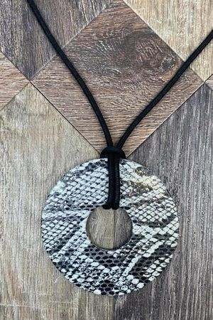The Serpentine Necklace Mono