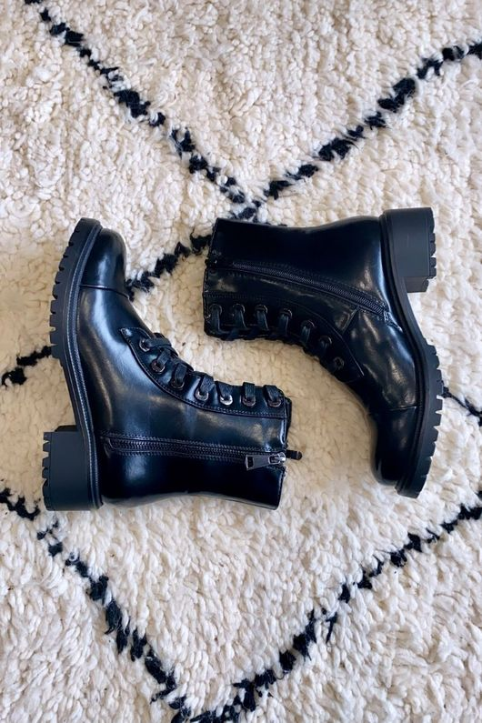 Classic Lace Up Boot Black