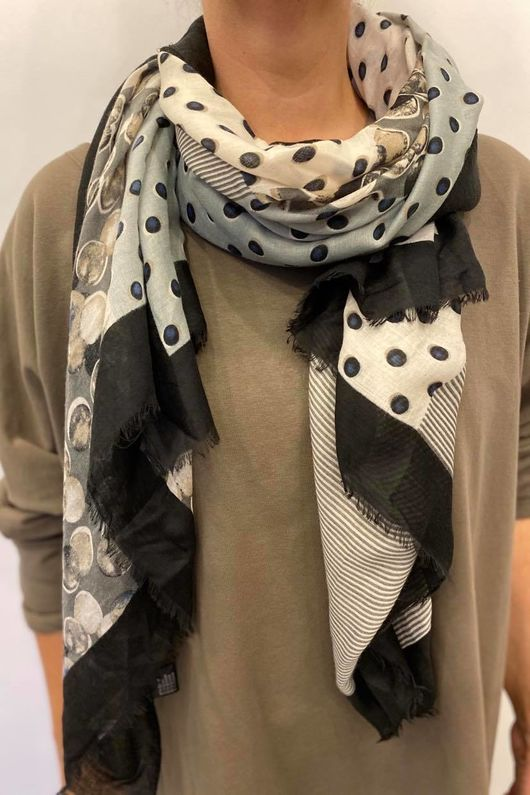 The Bubblicious Scarf Natural Greys