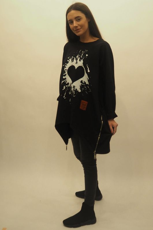 Mercer Oversized Graffiti Heart Sweat Black