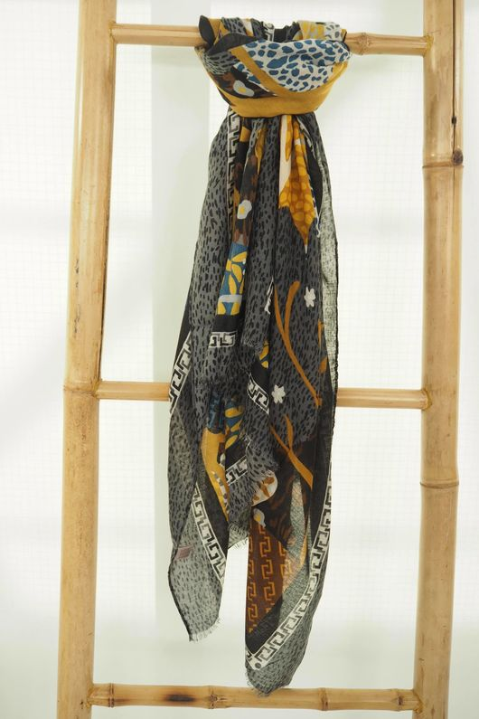 The Woodland Scarf Graphite