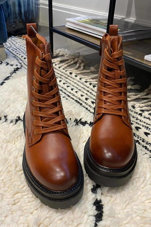 The Classic Chunky Lace Up Boot Tan