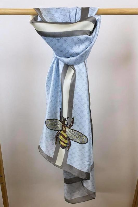 The Silky Bee Scarf Ice
