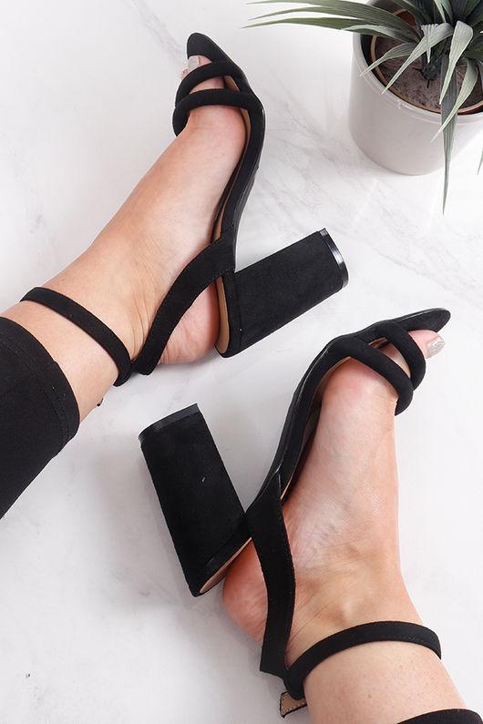 Tube Block Heels Black